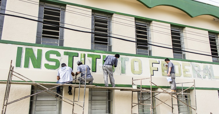 Campus investe em restauração de pintura e reparos